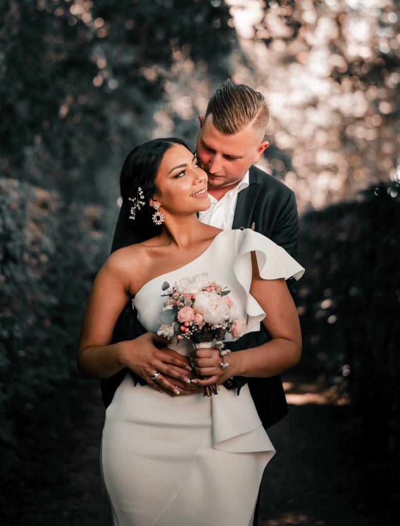 Kwiaty do ślubu, bukiety slubne i dekoracje Photo by Peri Stojnic on Unsplash