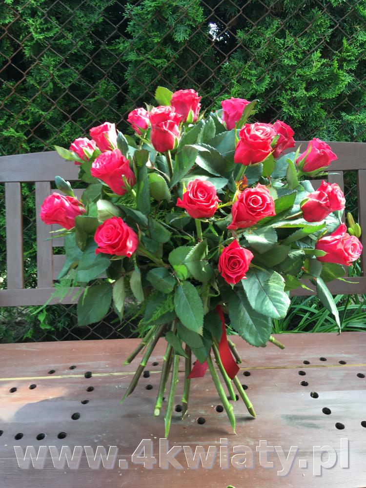 Bukiet 19 czerwonych róż