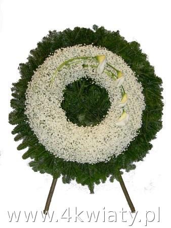 Wieniec pogrzebowy z gipsówki i cantedeskii kalii. Żywe kwiaty na pogrzeb. Wieniec z białych kwiatów