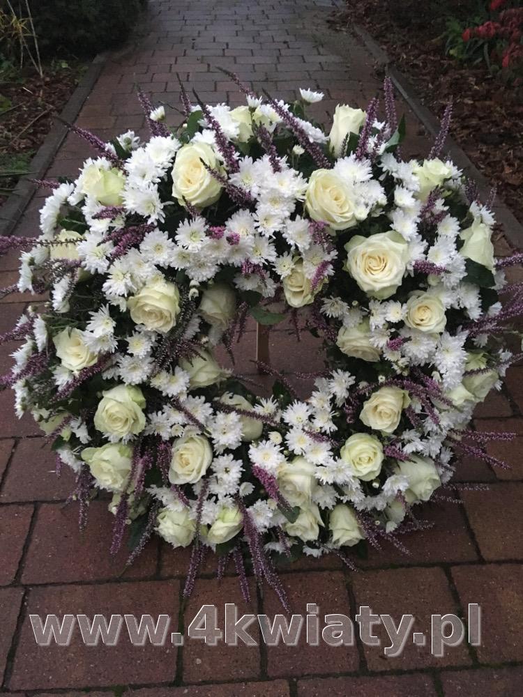 Wieniec na pogrzeb białe kwiaty, róże, chryzantemy, wrzosy. Dostawa