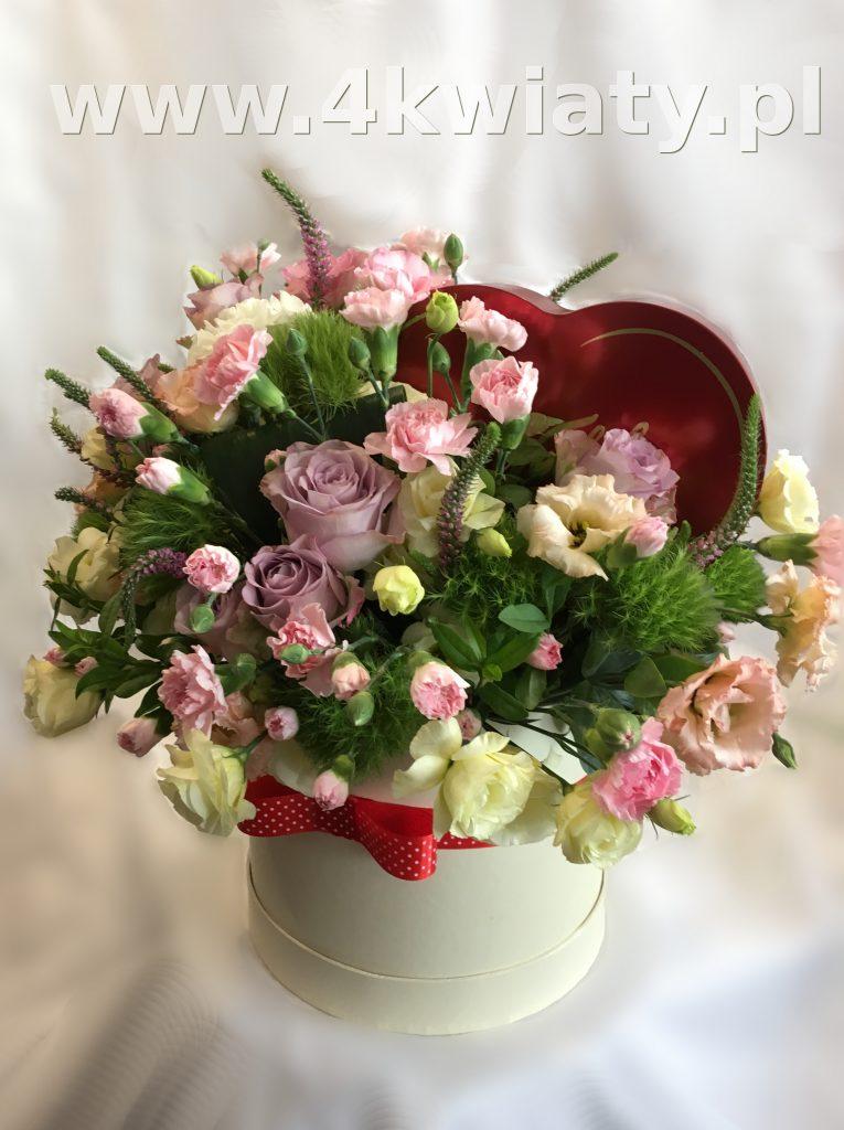 Flowerbox, pudełko z kwiatami i czekoladki wedlowskie serce. Kwiaty z dostawą Warszawa, Nieporęt, Marki