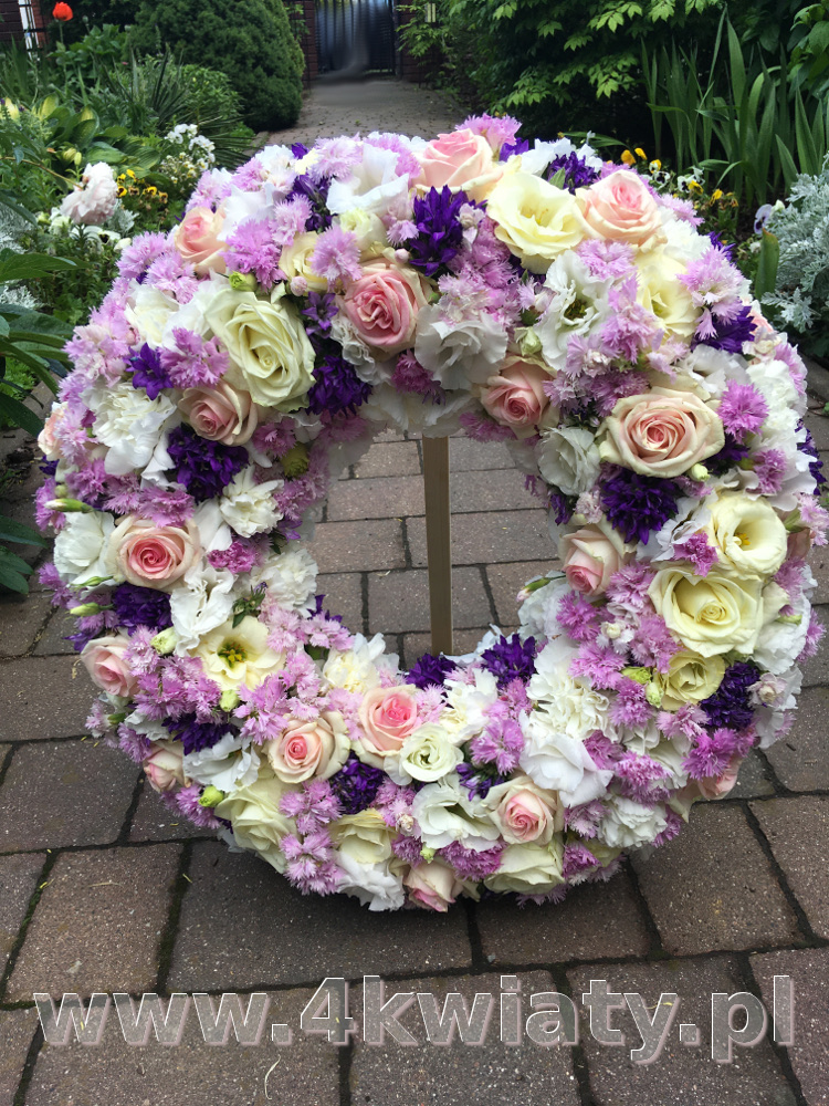 Wieniec pogrzebowy różowe kwiaty