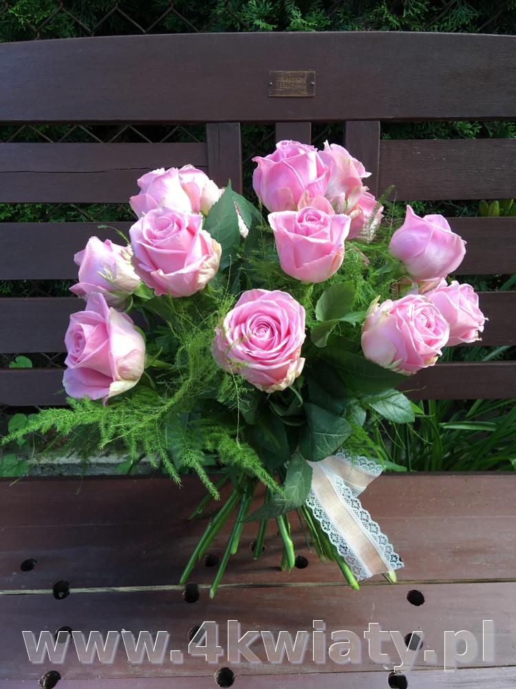 Bukiet 17 różowych róż. Poczta florystyczna kwiatowa niespodzianka.