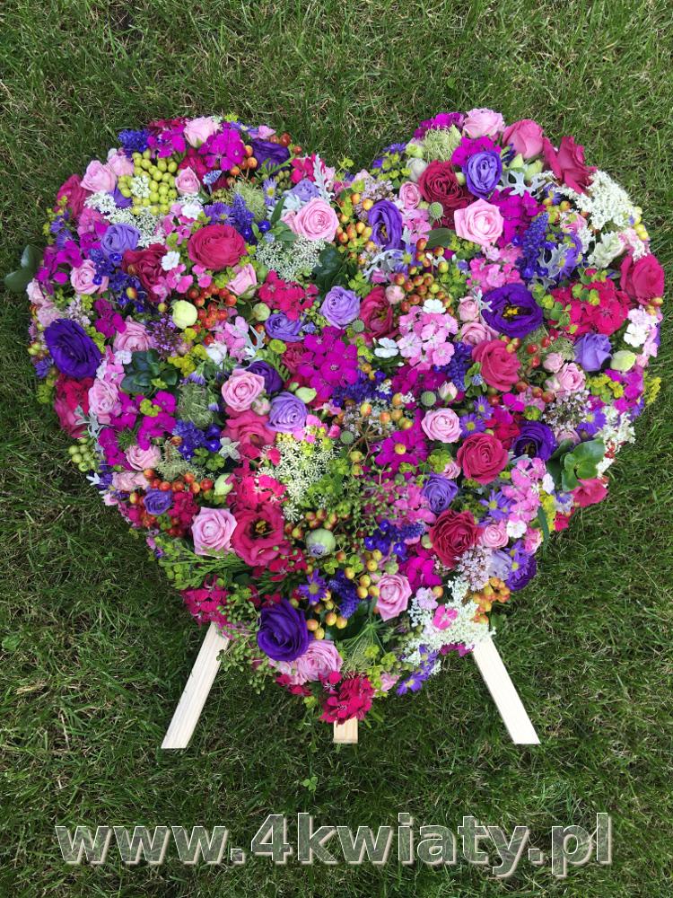 Wieniec na pogrzeb serce kolorowe kwiaty.