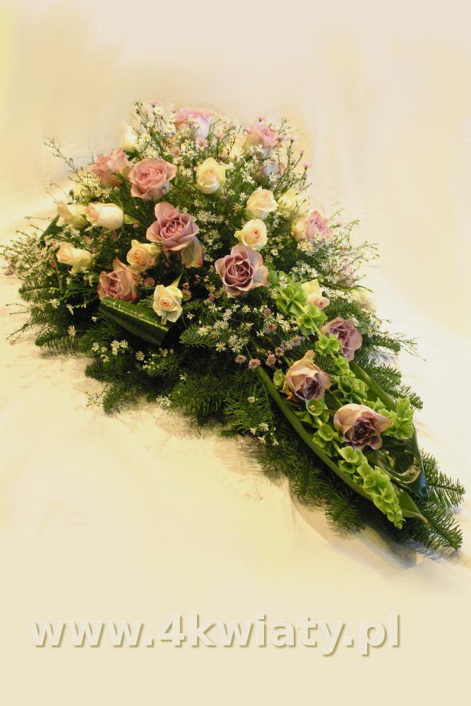 Wiązanka żałobna różowa, biała, w kształcie kropli. Wiązanka pogrzebowa z róż, dzwonki irlandzkie.
