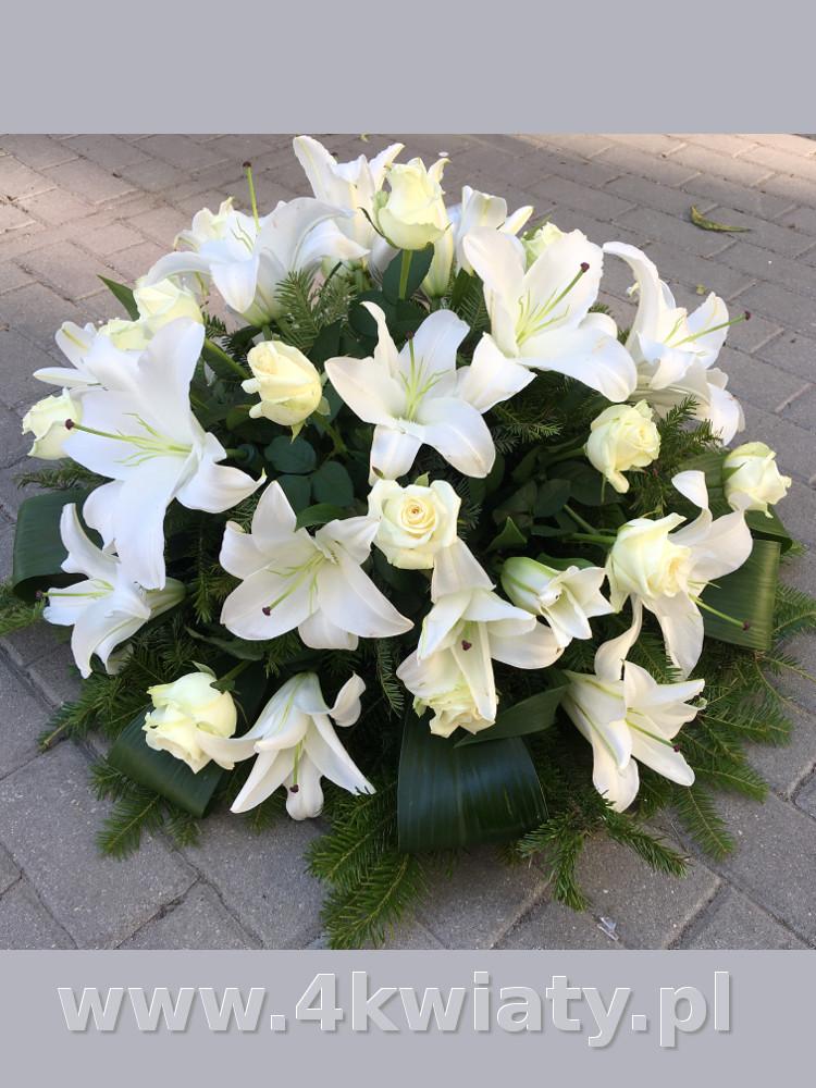 Wiązanka z lilii. Wiązanka pogrzebowa z białych kwiatów: lilii i róż. Dostawa Warszawa, Legionowo, Nieporęt, Marki
