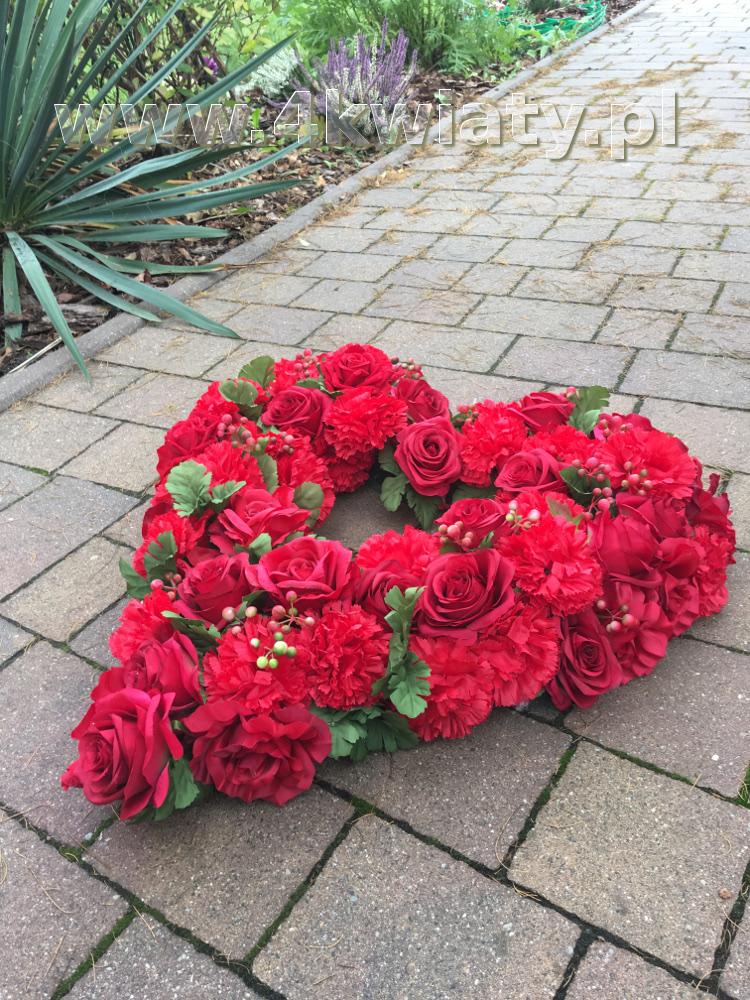 Serce na grób ze sztucznych kwiatów