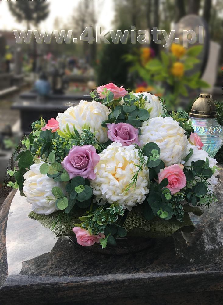 Sztuczne kwiaty na grób do misy: róże różowe, białe chryzantemy, eukaliptus. Kwiaty na Wszystkich Świętych