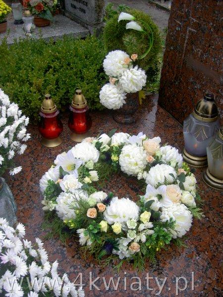 Dekoracje nagrobne Wieniec na grób Wszystkich Świętych kwiaty żywe  i sztuczne