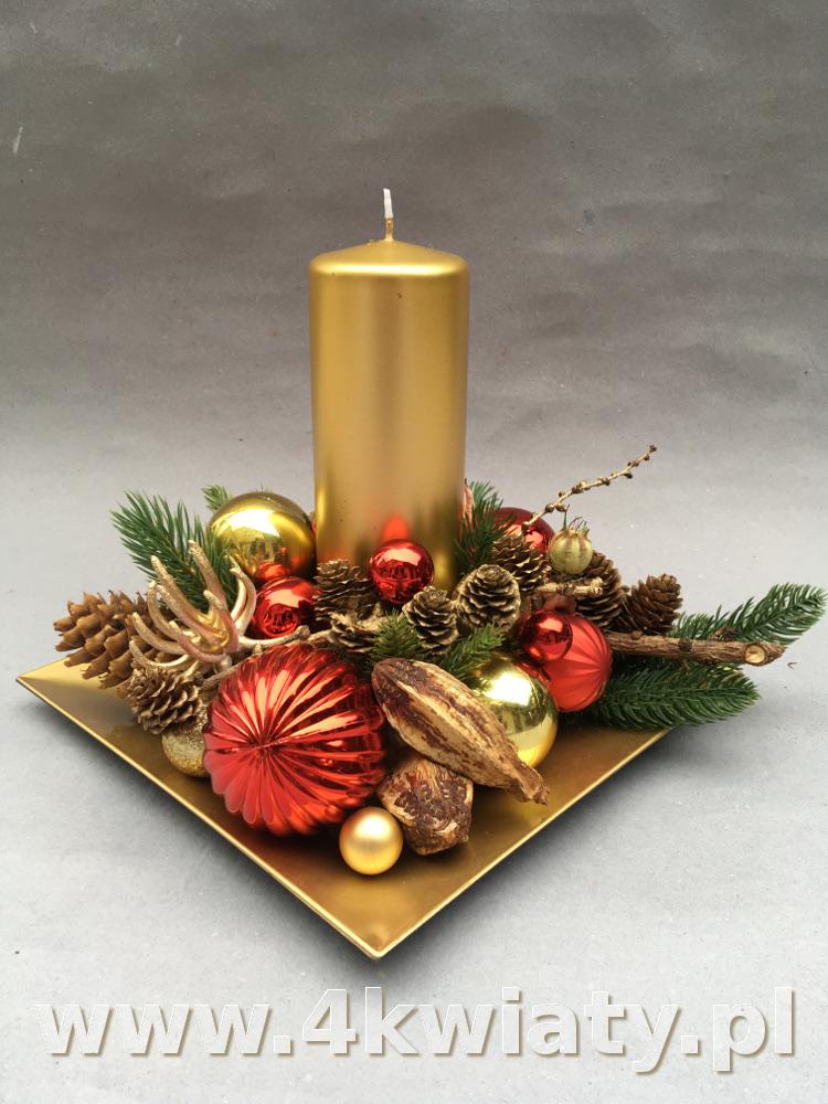 Stroik złoto-czerwony z dużą świecą