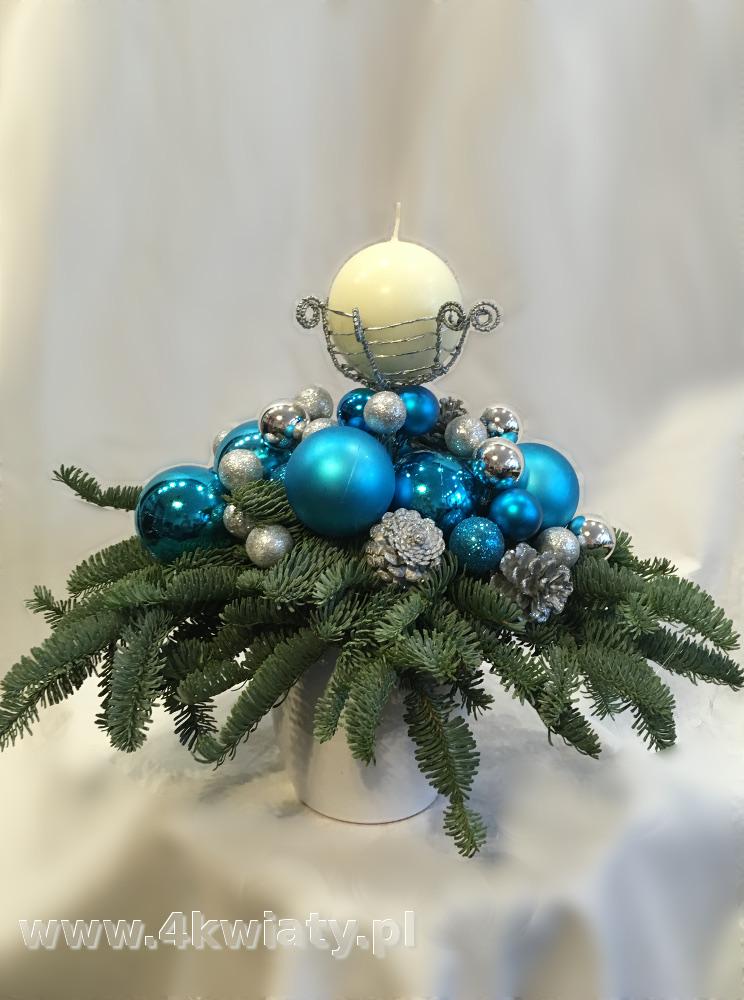 Stroik z jodły nobilis dekoracje w kolorze turkusowym i srebrnym świeca kula