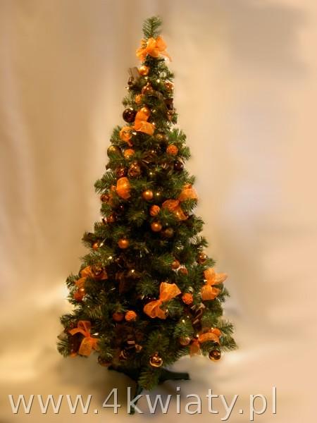 gotowa choinka sztuczna ubrana pomarańczowe brązowe dekoracje kokardki lampki