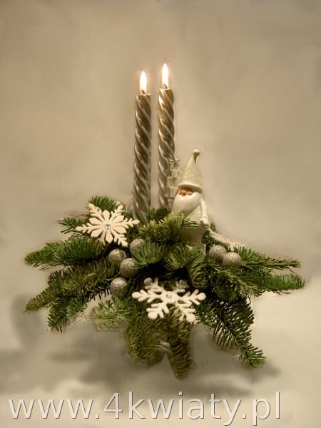 Stroik srebrno- biały z Mikołajem, na naturalnej jodle