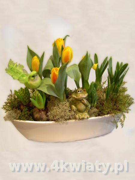 Stroik wielkanocny wiosenny ogródek, dekoracja na stów, żabka, ptaszek, tulipany, narcyzy.