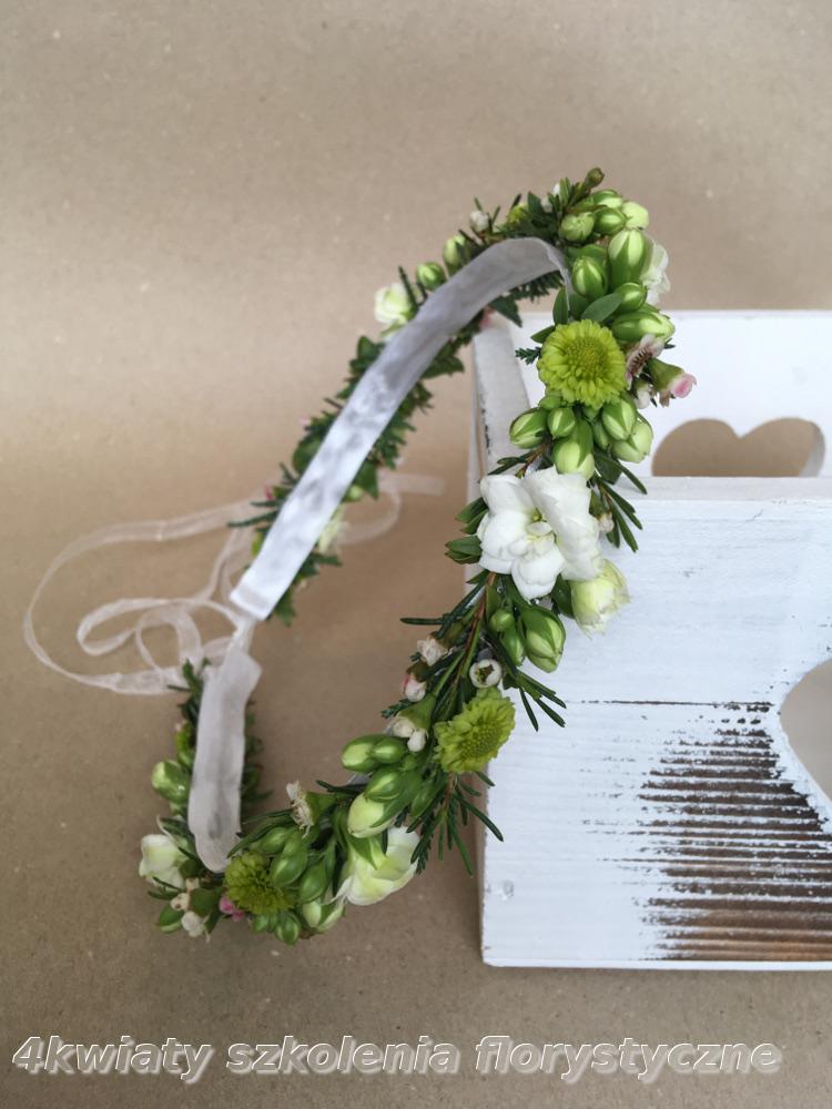 Wianek komunijny żywe kwiaty seledynowy biały pierwsza komunia kwiaty