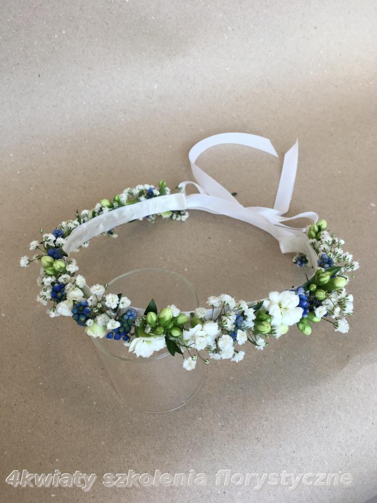 Wianek dp komunii biały niebieski kwiaty żywe