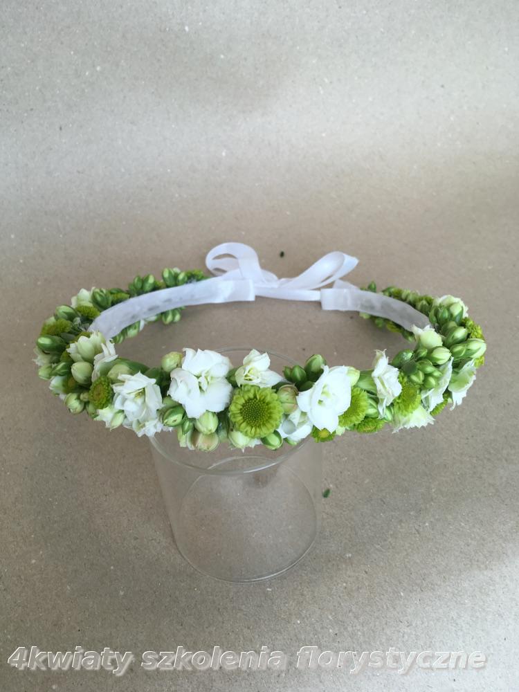 Wianek komunijny biały seledynowy zywe kwiaty