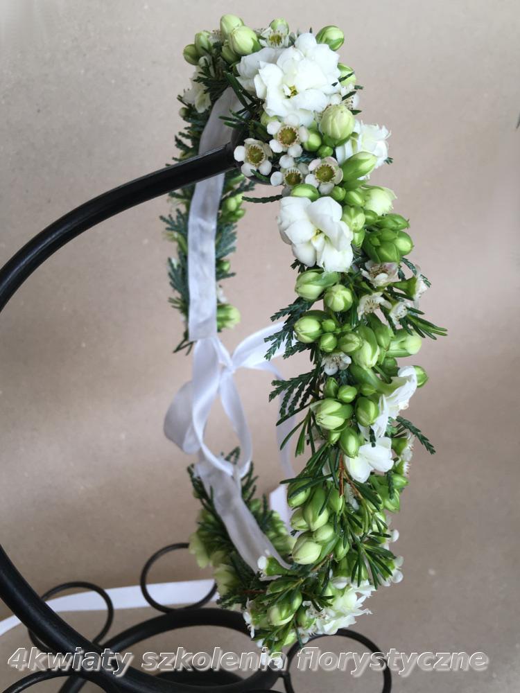 Wianek do komunii biały, zielony żywe kwiaty