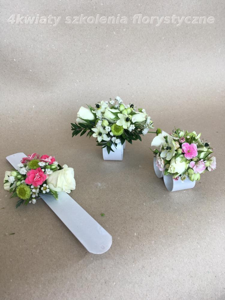 bransoletka kwiatowa do komunii, kwiaty na rękę, korszrz komunia
